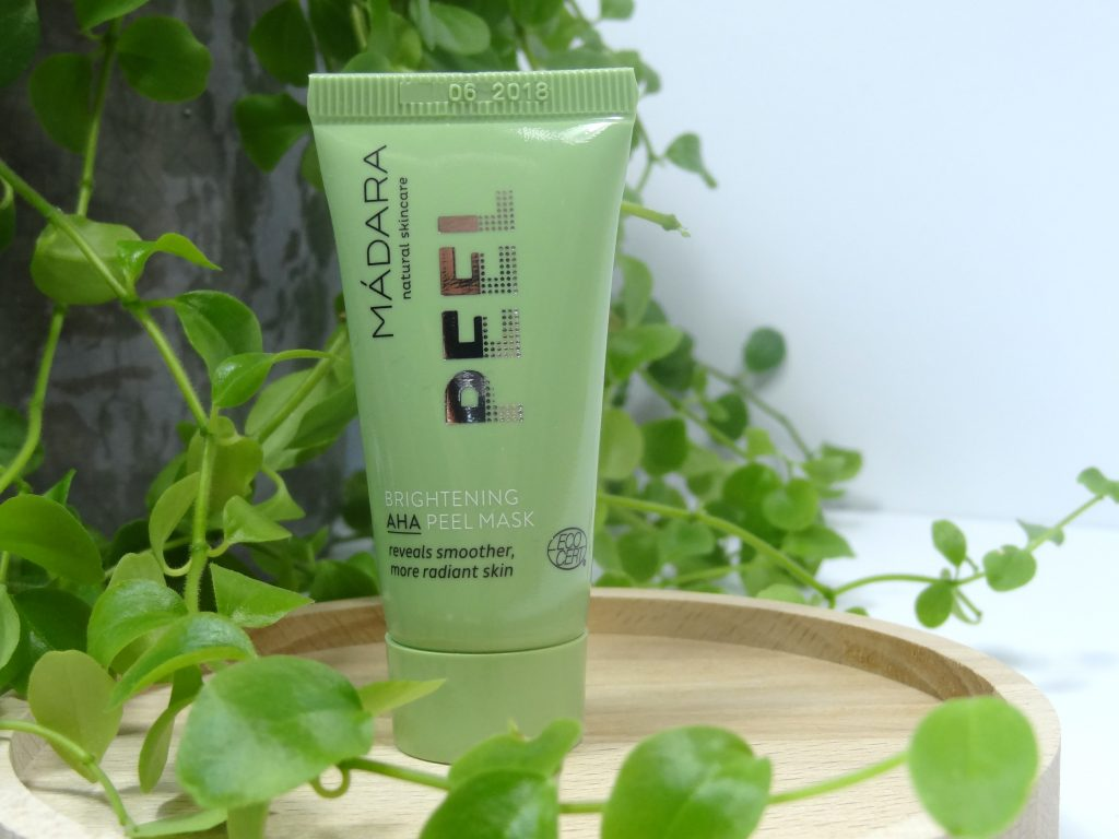 Mádara Exfoliating Oil-to-Milk scrub en Brightening AHA Peel-mask