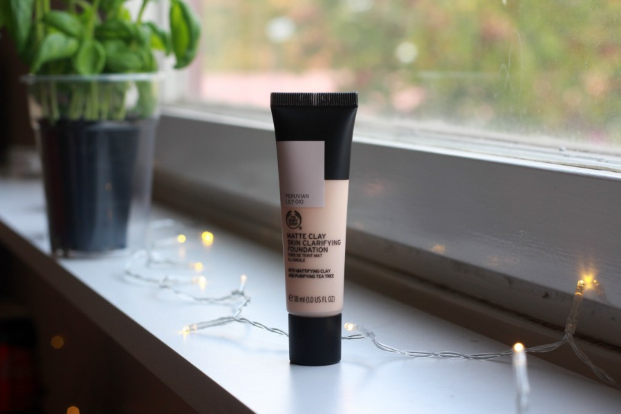The Body Shop Matte Clay Skin Clarifying Foundation 010